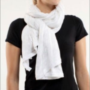 Vintage Lululemon Om scarf in white